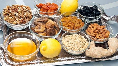 Витаминная смесь из сухофруктов, меда и орехов для повышения иммунитета
