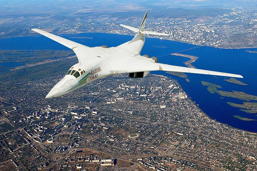 Российские бомбардировщики в небе над Индонезией