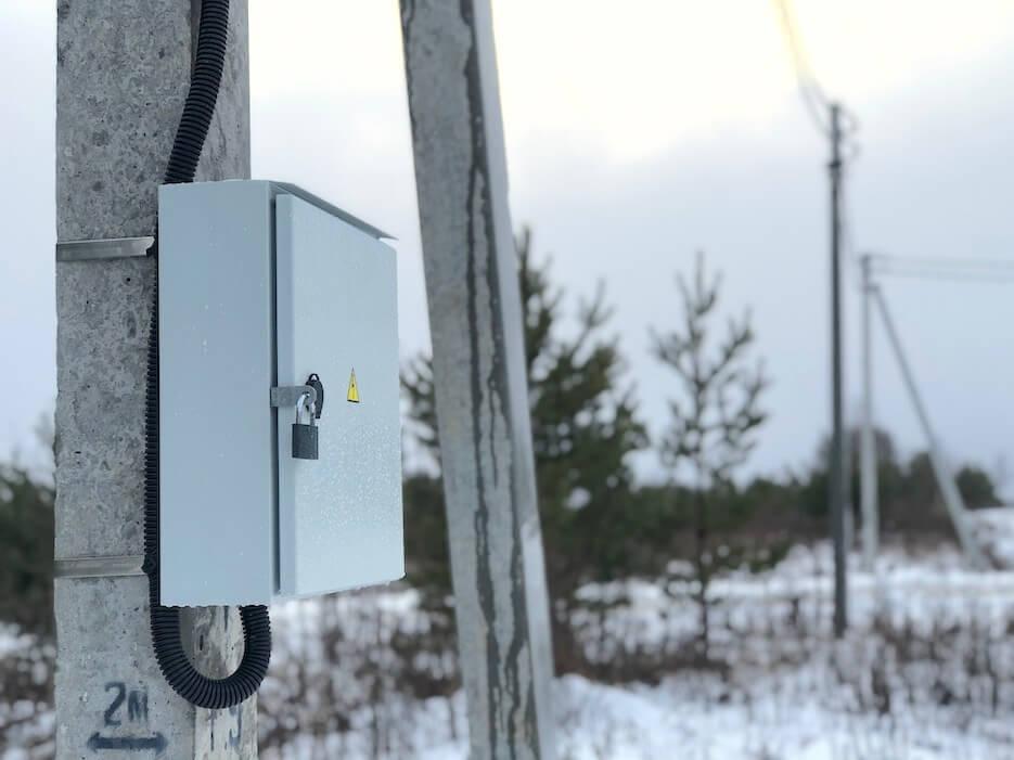 В «Усадьбе Романово» началось подключение участков к электросетям