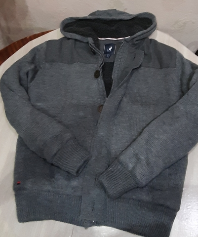 Одежда секонд хенд продается на маркет-плейс