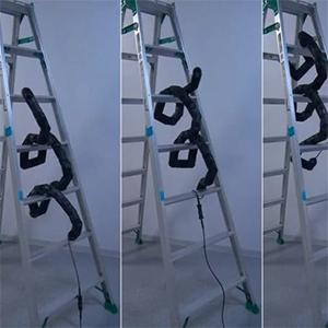 Роботизированная змея освоила вертикальную лестницу