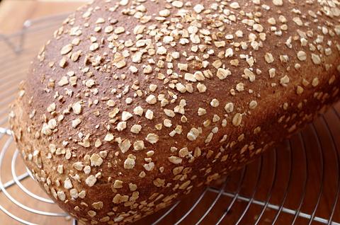 Сдобный цельнозерновой хлеб с овсянкой и медом