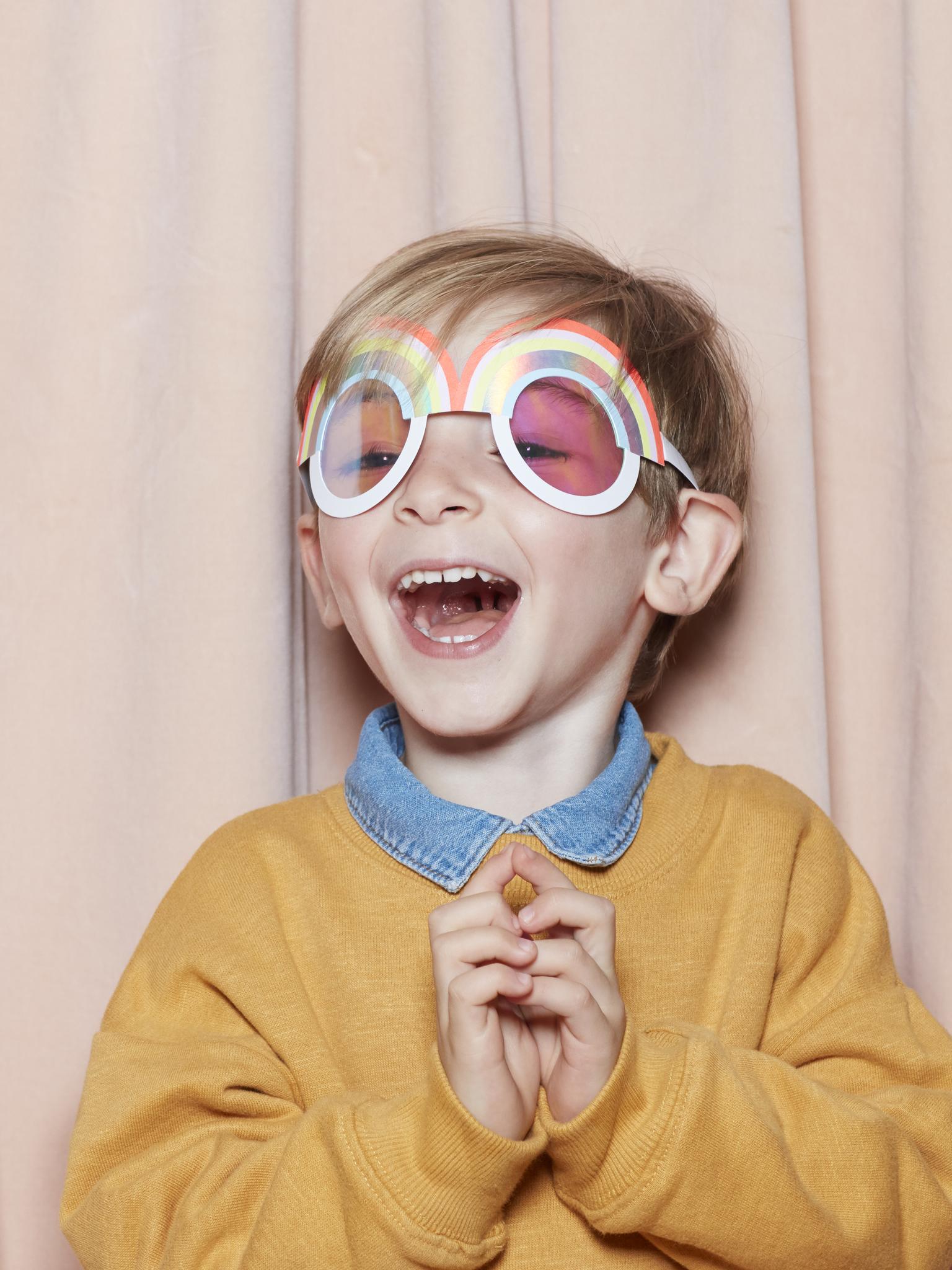 Маски, очки и волшебные палочки