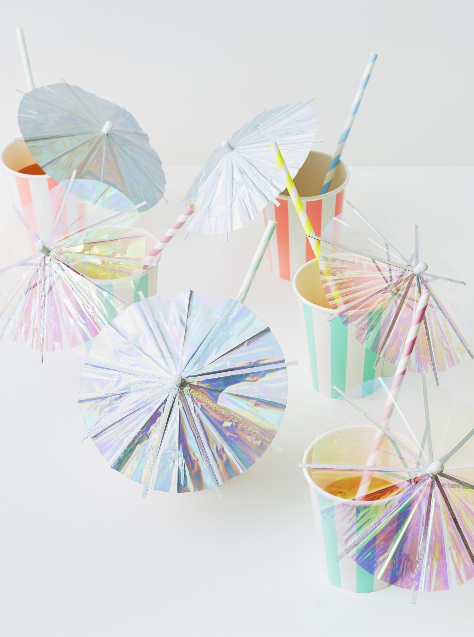 Зонтики и палочки для коктейлей