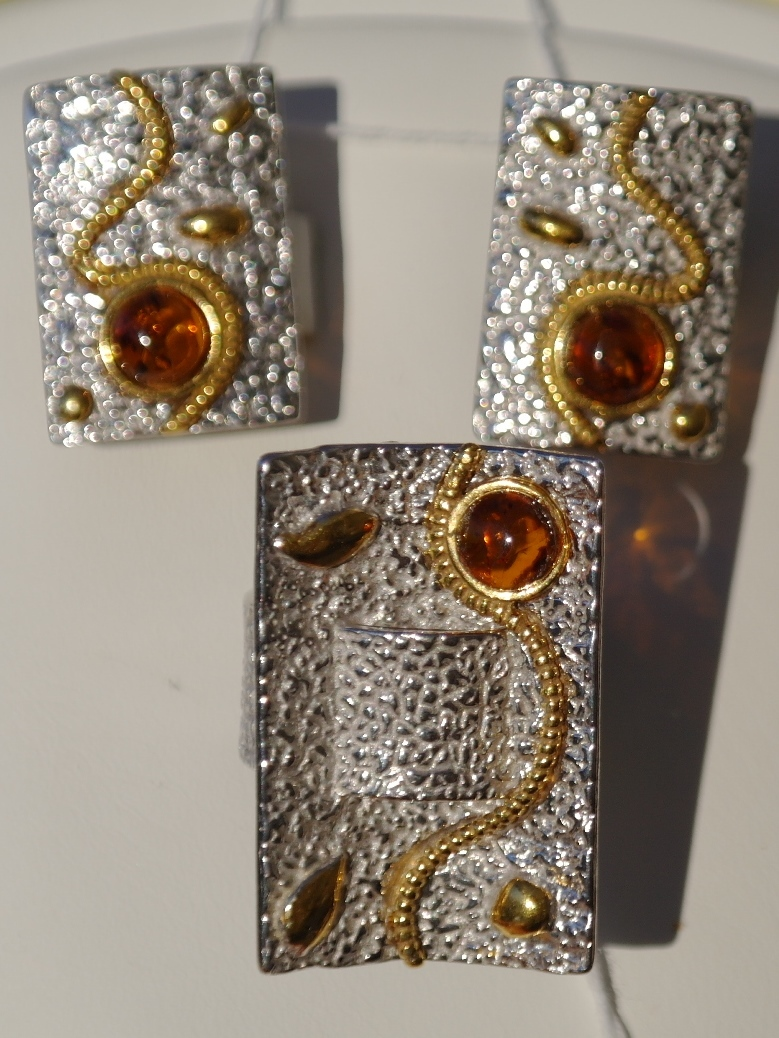 Серебряные украшения с позолотой (кольцо + серьги)