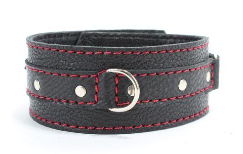 Черный ошейник из натуральной кожи с красной строчкой и кольцом