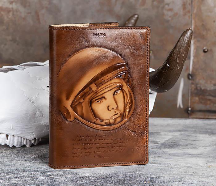 BC194 Ежедневник «Гагарин» в кожаной обложке (A5) фото 02