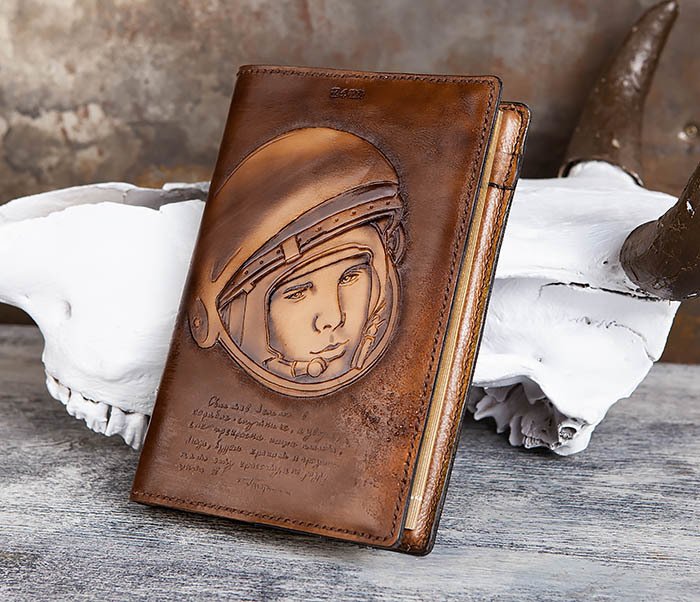 BC194 Ежедневник «Гагарин» в кожаной обложке (A5) фото 03
