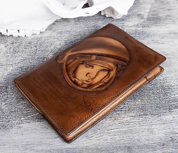 BC194 Ежедневник «Гагарин» в кожаной обложке (A5) фото 04