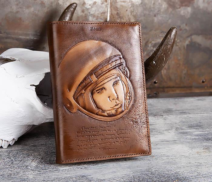 BC194 Ежедневник «Гагарин» в кожаной обложке (A5) фото 01