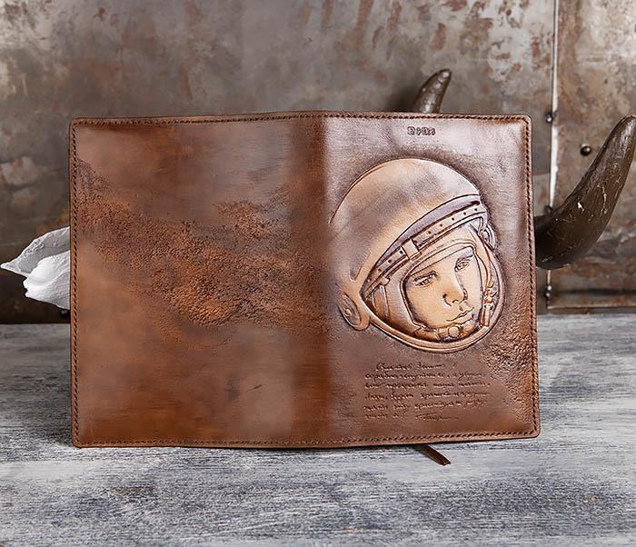 BC194 Ежедневник «Гагарин» в кожаной обложке (A5) фото 09