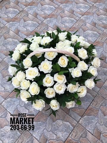 51 белая роза в корзине #175341