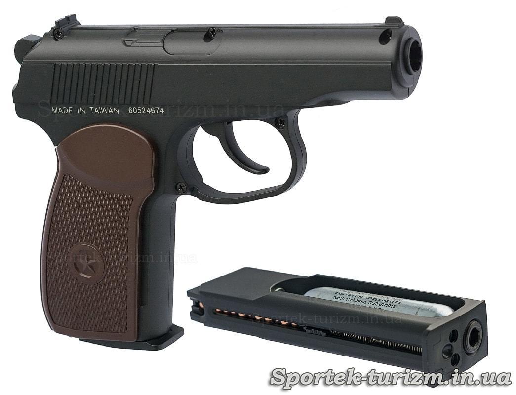 Вид справа и снаряженный магазин пневматического пистолета Макарова калибра 4,5 мм