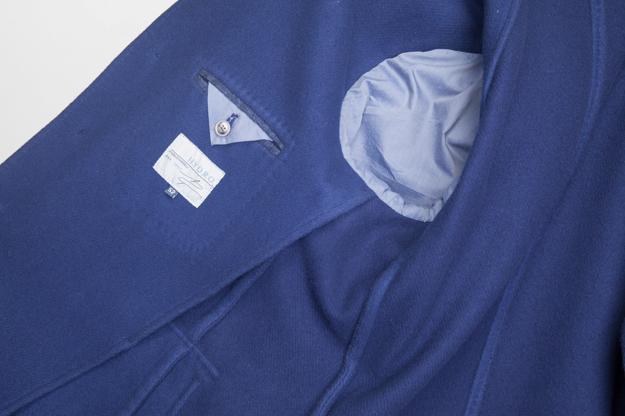 Классическое ярко-синее шерстяное пальто, внутренний карман