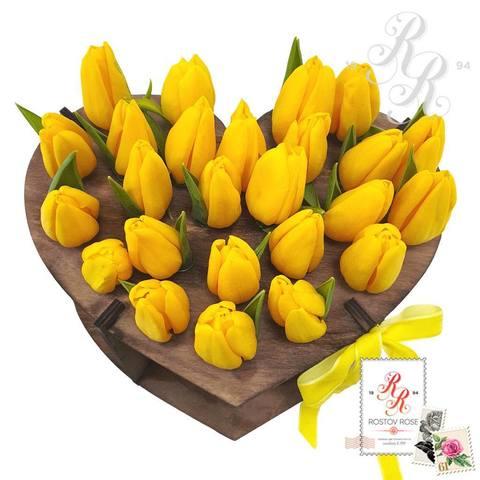 25 желтых тюльпанов в пробирке