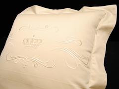 Наволочка 70х70 Christian Fischbacher Luxury Nights Crown 709 бежевая