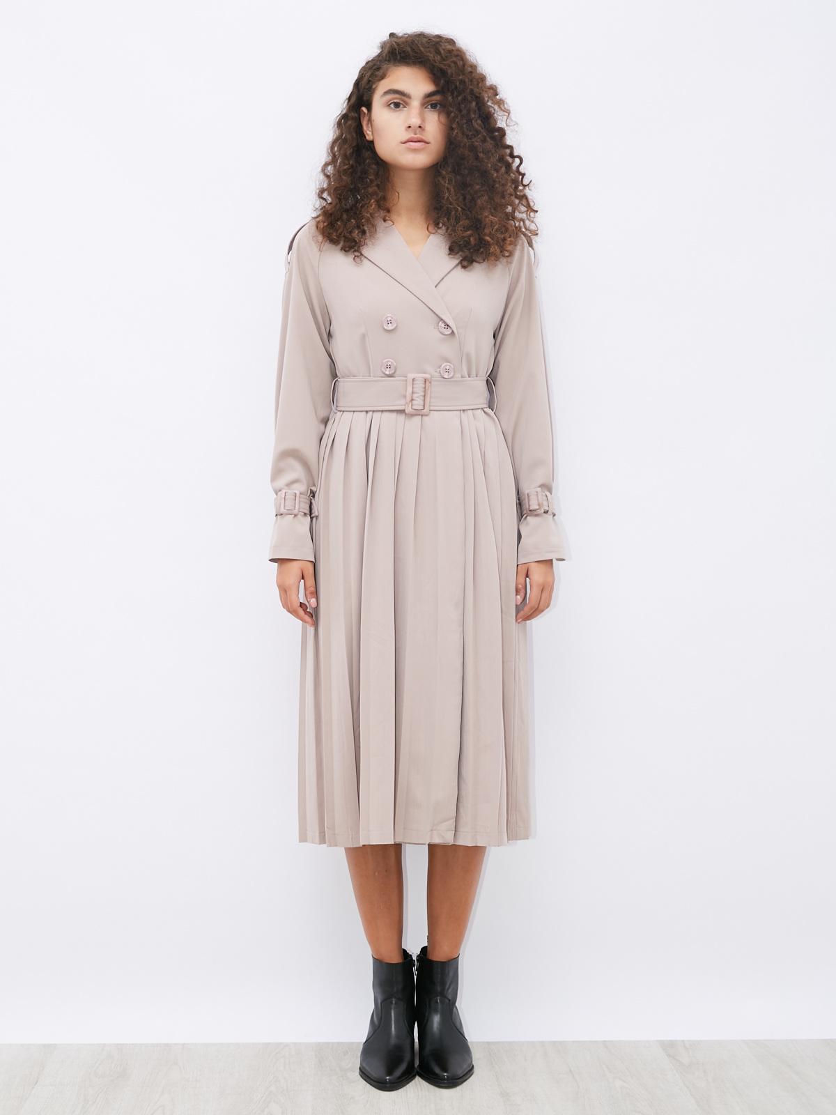 Платье с плиссировкой и патами на рукавах