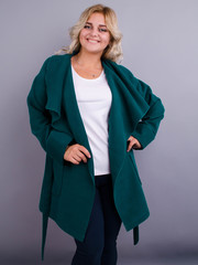 Софи. Пальто на осень для больших размеров. Изумруд.