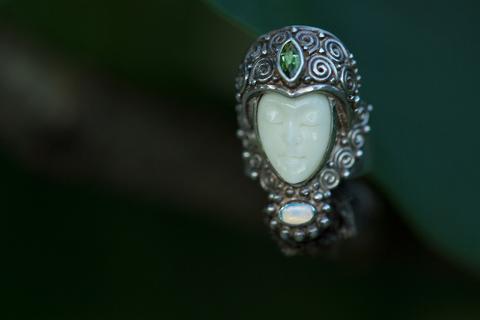 Необычное серебряное кольцо Богиня от Sajen.