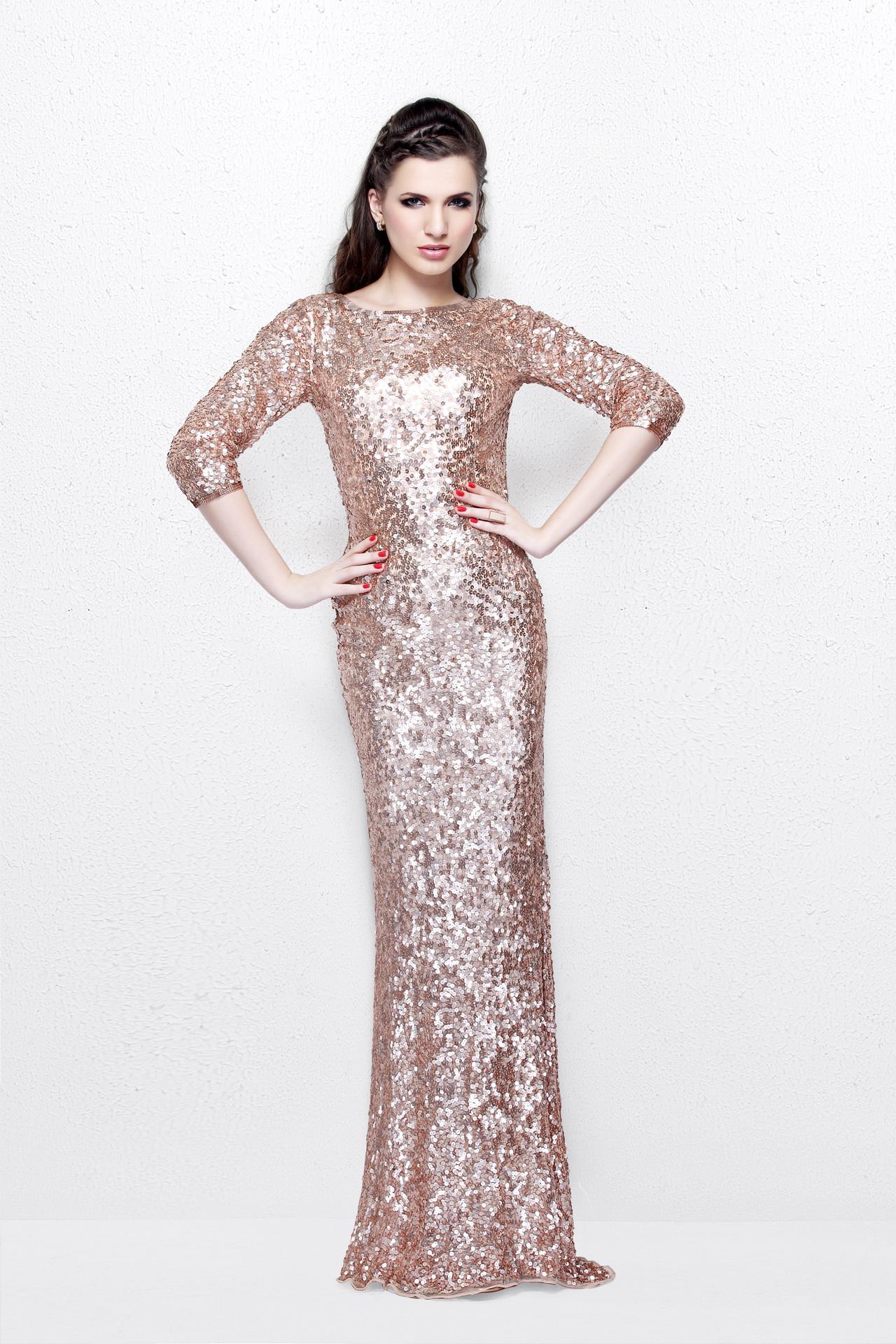 Emeli 19506 платье в пол пудрового цвета и расшито пайетками по всей длине и длинные рукава