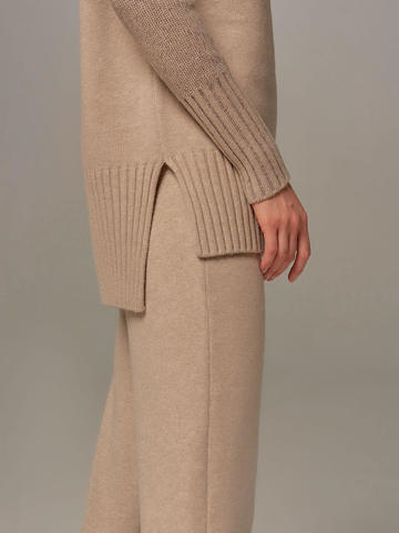 Beige female sweater made of wool and cashmere - фото 7