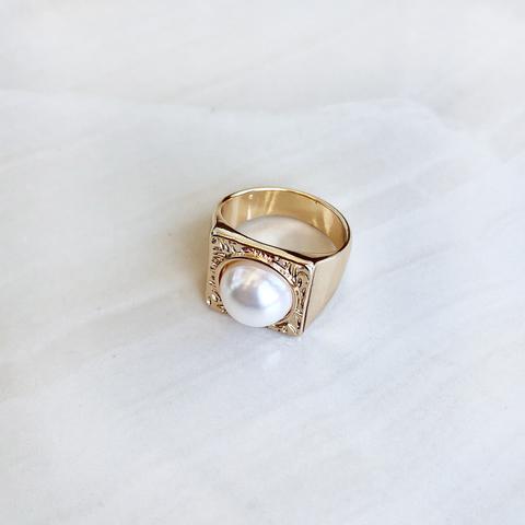 Кольцо с искусственной жемчужиной