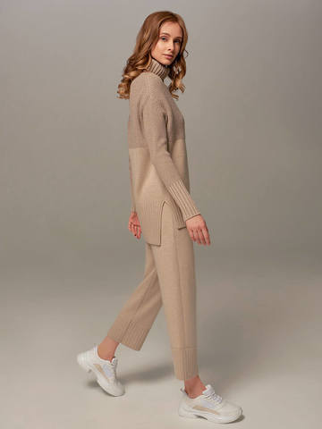 Beige female sweater made of wool and cashmere - фото 6