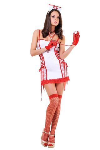 Костюм медсестры состоит из мини-платья, украшенного кружевом и стразами, трусиков-стрниг, стетоскопа и головного убора фото