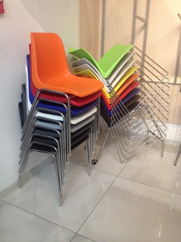 стопируемые стулья для кафе