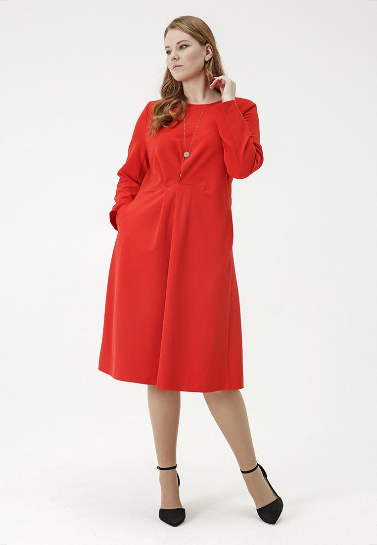 Платье W12 D23 18Новинки<br>Красный цвет повышает жизненный тонус, наполняет энергией и оказывает оздоравливающее влияние на организм, новая одежда – излечивает от апатии и придает уверенности. А значит, это алое приталенное платье архитектурно выверенного кроя, с округлым вырезом, карманами и деликатной драпировкой, нужно прописывать как лекарственное средство! Рост модели на фото 179 см, размер 52 (российский).<br>