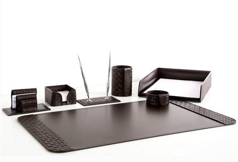 На фото набор на стол руководителя арт.60115-СТ-7  предметов кожа