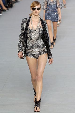 Стильный костюм от Chanel, размер 36-38.