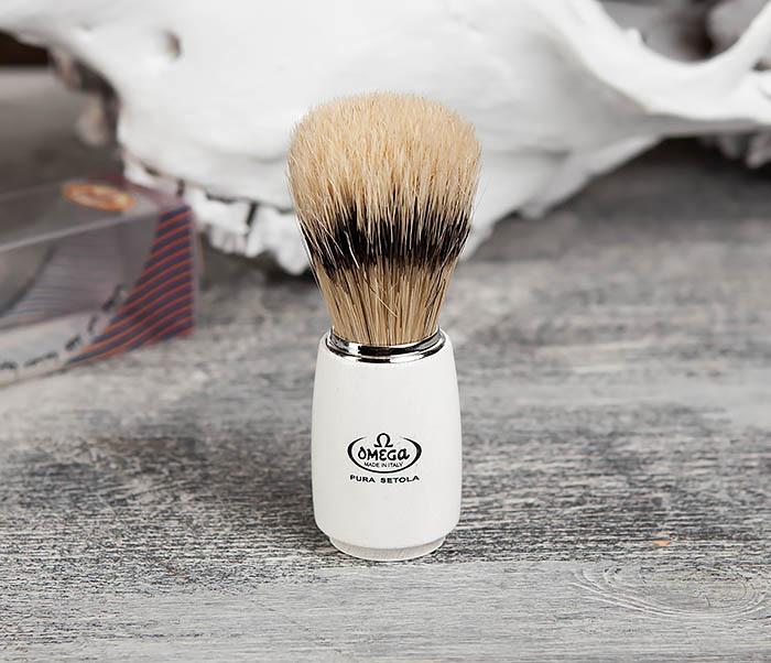 RAZ11711 Помазок Omega с деревянной рукояткой белого цвета фото 03