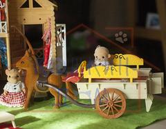 Загородный домик Happy family 012-03 с повозкой и обезьянками 012-06