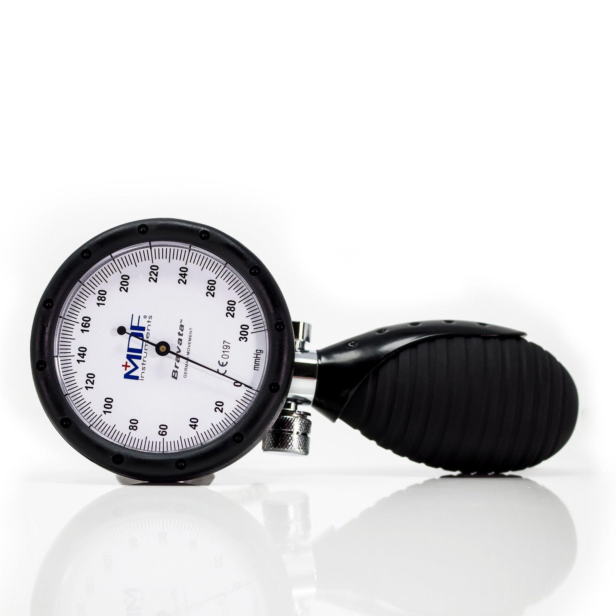 Профессиональный измеритель артериального давления.