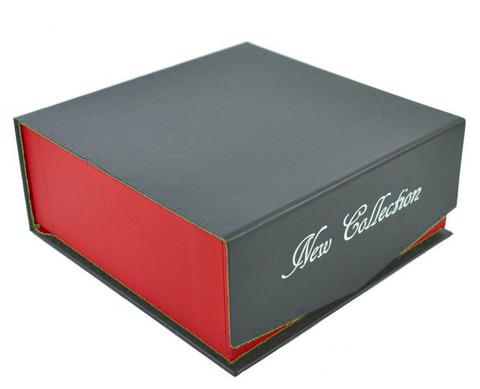 Стильная подарочная коробка для ремня из картона красно-серая на магните 15х15х6,5 см арт.4004-1