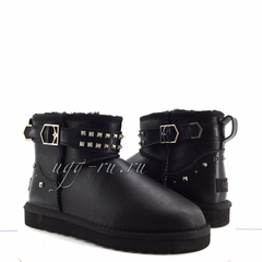 /collection/classic-mini/product/ugg-neva-deco-studs-black