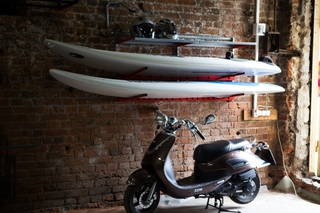 Обустройство гаража креплениями для спортивного инвентаря