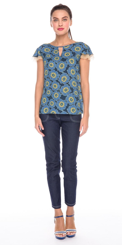Блуза Г588-339 - Романтичная блузка из вискозной ткани с цветочным принтом. Модель прямого силуэта с двойными рукавами-крылышками. Эта блузка подчеркнет изящество женской фигуры, создавая хрупкий и нежный образ.