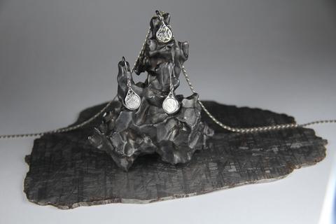 Комплект, серьги и кулон с вставкой из метеорита Гибеон.