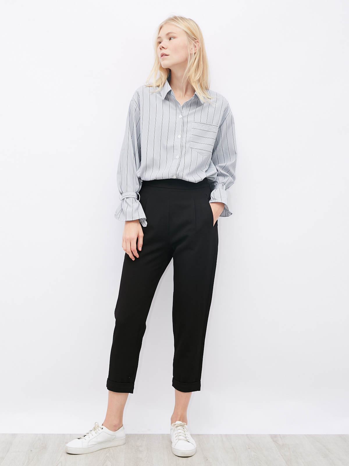 Рубашка в полоску с патами на рукавах
