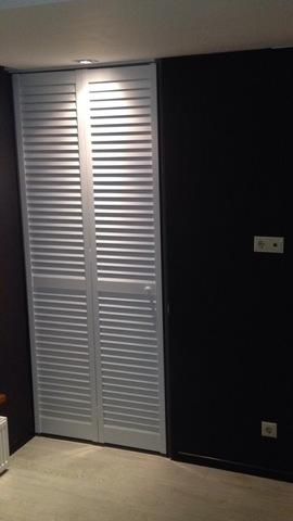 Жалюзийная дверь белая
