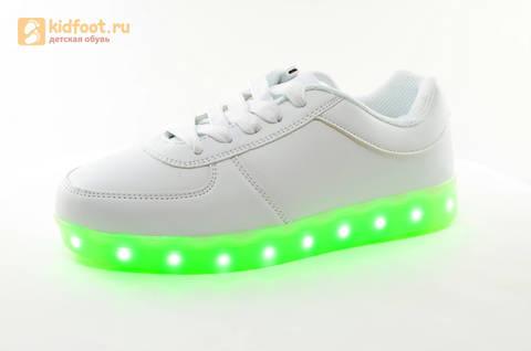 Светящиеся кроссовки с USB зарядкой Fashion (Фэшн) на шнурках, цвет белый, светится вся подошва. Изображение 7 из 29.
