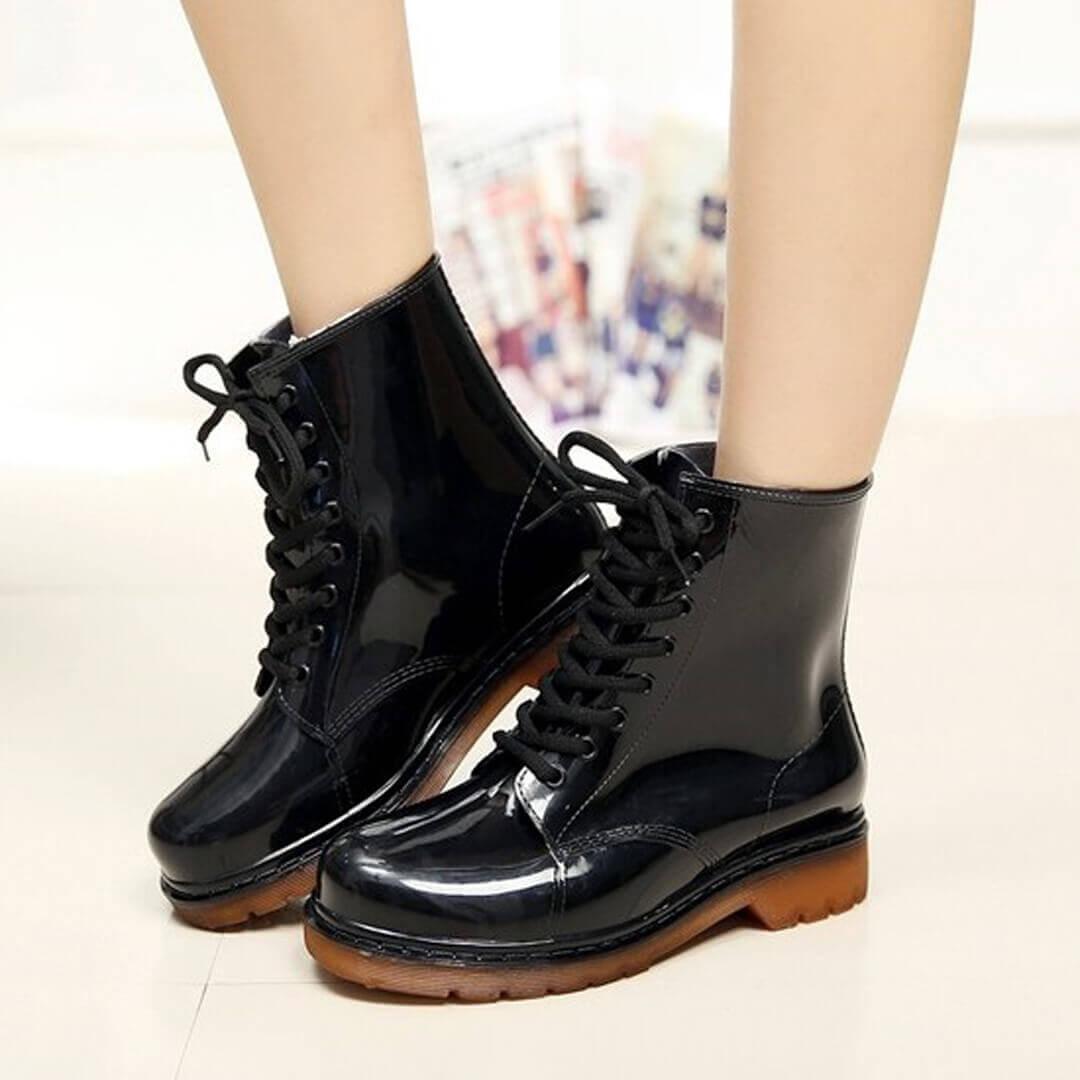 Резиновые ботинки на шнурках женские черные invisible-shoes