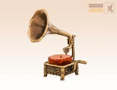 Граммофон с янтарем