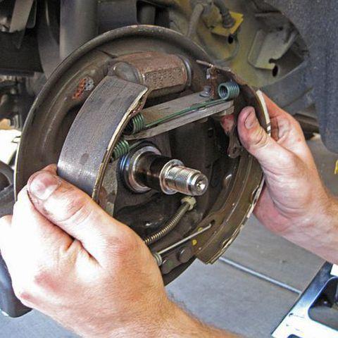 Замена тормозных колодок - барабанные тормоза