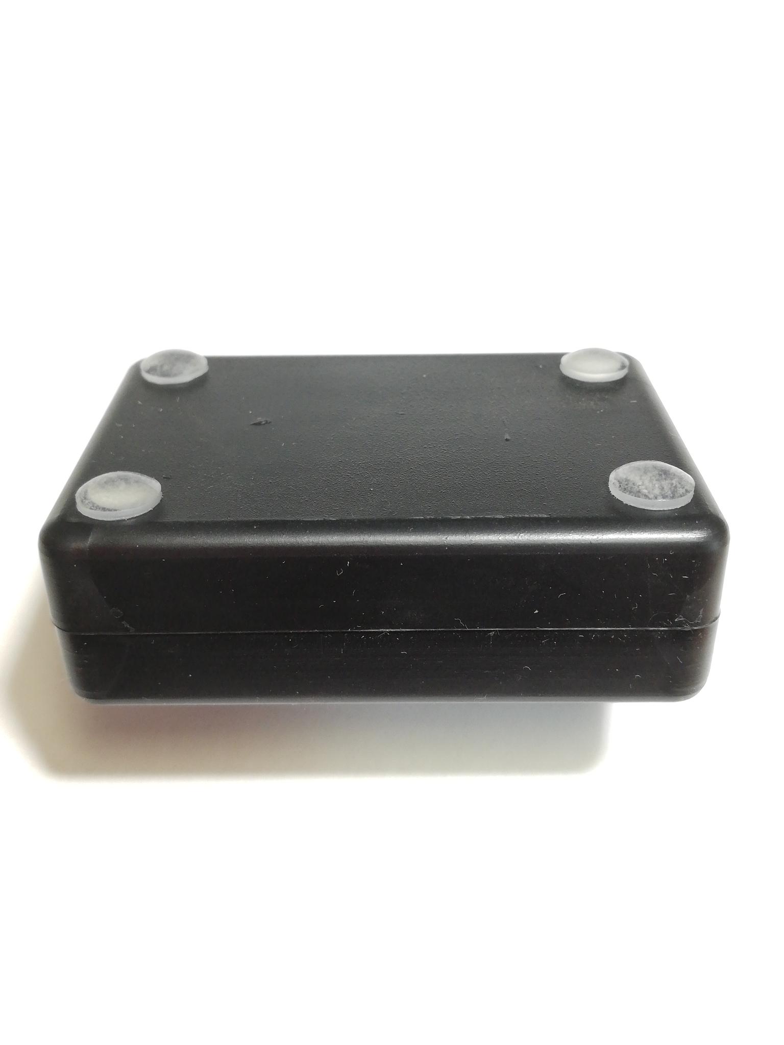 4 прозрачные силиконовые ножки с клеящим слоем для корпуса. Диаметр 8 мм, высота 2 мм.