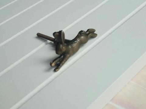 Ручка мебельная металлическая - бегущий заяц, арт. 000824