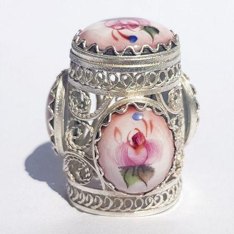 Сувенирный наперсток с финифтью с серебрением Арт. 1749 с розовыми вставками