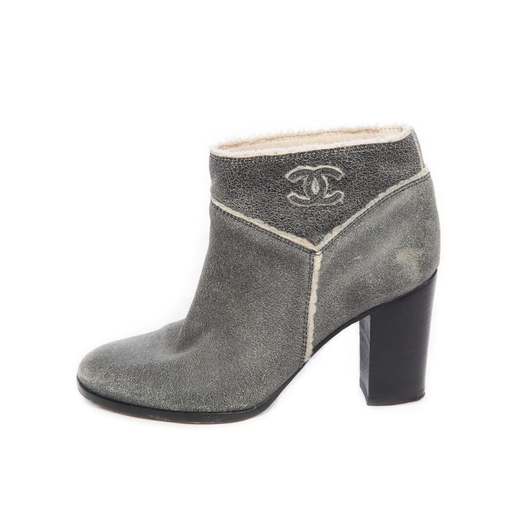 Стильные сапоги из серой дубленой кожи от Chanel, 37 размер